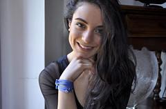 Il mio bagaglio a mano (Celeste Messina) Tags: selfportrait smile naturallight autoritratto sorriso simple ritratto lucenaturale semplice celestemessina