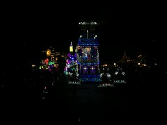 Dream Lights parade (coconut wireless) Tags: japan night tokyo asia disney amusementpark steamboat donaldduck themepark fantasyland tokyodisneyland daisyduck 2016 tdr electricalparade threepigs dreamlightsparade tdlr asia2016