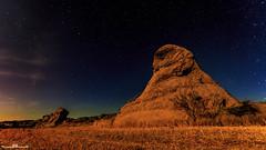 Cielo y tierra (Jorge Lzaro Fotografa) Tags: lightpainting luz azul luces noche paisaje estrellas nocturna campo montaa piedra linterna