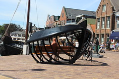 Lemster aak bench (Davydutchy) Tags: sculpture port bench harbor boat fishing harbour july skulptur bank sculptuur frise friesland ijsselmeer lemmer aak vissersboot 2016 frysln frisia lemsteraak zitbank delemmer fryskemarren kortestreek
