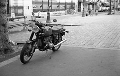 BMW in Paris (Amelien (Fr)) Tags: 1100 11 125 2016 400 50mm amg analog argentique believeinfilm capturedonrealfilm epson fp4 film leica mp msoptical pellicule r09 rodinal sonnetar blackandwhite bw filmisnotdead homescanned monochrome nb noiretblanc pushed standdevelopment v550