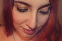 IMG_2583 (Inspiracin dormida) Tags: girl redhair orange hair book pelirroja pelinaranja libro flores black