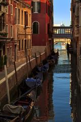 Venise 2016 (PatGentil) Tags: venise italie canal gondoles ciel maisons
