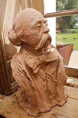 Buste de Gustave Flaubert par Jean-Marc de Pas (zigazou76) Tags: boisguilbert buste gustaveflaubert jardin jardindessculptures jeanmarcdepas sculpture