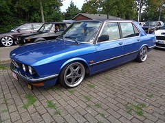 BMW E28 (911gt2rs) Tags: treffen meeting show tuning bimmer tief low stance oldschool youngtimer blau blue 5er 520i 525i