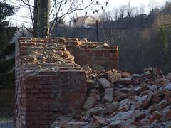 Break down ( seinfeld) Tags: break ziegel wall wand brick