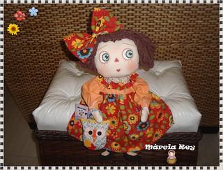 Inovando na carinha dessa boneca de pano.....
