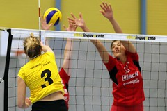 GO4G5830_R.Varadi_R.Varadi (Robi33) Tags: game girl sport ball switzerland championship team women action basel tournament match network volleyball block volley referees viewers