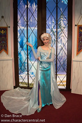 Elsa (Inside Character Close-Up)