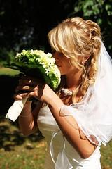 White Wedding (ArcheoPix1) Tags: wedding white reflection canon gold bride sommer blumen blond rosen grn hochzeit braut brutigam schleier weis 85mm14 hochzeitskleid brautstrauss canon85mm tamron1750 60d hochzeitsstraus eos1000d eos60d archeopix cgrube chgrube
