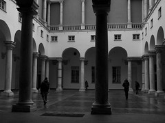 (salvocomit) Tags: people architecture arch perspective genova column bl