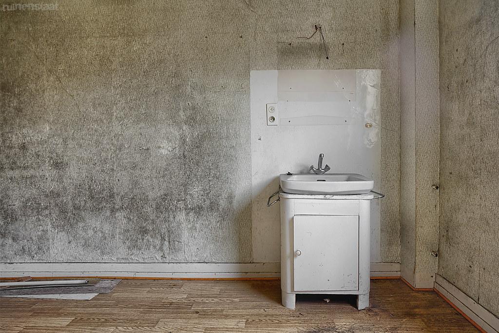 Until Dawn Badezimmer | The World S Best Photos Of Badezimmer And Verlassen Flickr Hive Mind