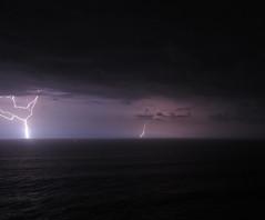 Tormenta en el mar (Mafer Sandoval) Tags: ocean sea naturaleza nature mar tormenta thunderstorm lightning rayos ocano