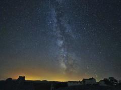 La dehesa (Hectorlbt) Tags: milkyway stars skye vialactea estrellas nocturna nigth longexposure long cielo largaexposicion nikon samyang d700 14mm dehesa valencia benageber