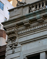 NYC_E70_170_024 (TNoble2008) Tags: 1902 architectcphgilbert balustrade console cornice materialstone ornament ornamentdentils ornamentegganddart styleclassical urn