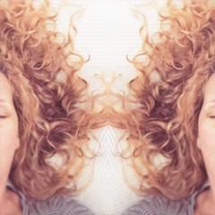 una delle cose che mi fanno felice sono i miei ricci (marghe_rituccia) Tags: happyme capelli ricci hair doubleme margheritamemeo mirror justme me