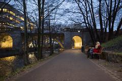 Tur langs Akerselva (Bymiljetaten) Tags: grnerlkka lkka ro romantikk bru bruer kveld mennesker personer belysning turveianlegg