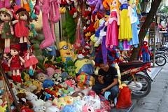 Smiling face ~ accompanied by hundreds of stuffed toy. (Go Go Janet) Tags: stuffedtoy stuffedanimal streetphotography hanoi vietnam