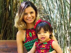 Tal me, tal filha (Sarah Paparazzi) Tags: mother filha amor love me talmae talfilha carinho