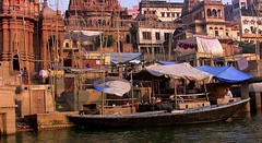 INDIEN, india, Varanasi (Benares) frhmorgends  entlang der Ghats , 14493/7450 (roba66) Tags: varanasibenares indien indiennord asien asia india inde northernindia urlaub reisen travel explore voyages visit tourism roba66 city capital stadt cityscape building architektur architecture arquitetura monument bau fassade faade platz places historie history historic historical geschichte kulturdenkmal benares varanasi ganges ganga ghat pilgerstadt pilger hindu hindui menschen people indianlife indianscene brauchtum tradition kultur culture indiansequence hinduismus boote boa urban
