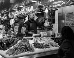 Fish & Shellfish for sale (Mercado Central - Valencia) (BW) (Panasonic Lx100) (markdbaynham) Tags: leica city urban bw food white black valencia monochrome lens four lumix spain zoom market comida central panasonic espana mercado spanish espanol third fixed ft metropolis es 43rd compact ciutat lx mercat evf dmclx lx100 2475mm f1728 dmclx100
