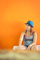 Naranja (Juanedc) Tags: blue people orange argentina girl hat azul america chica ar gente maria latinoamerica sombrero liliana santarosa naranja lili lapampa sudamerica anaranjado peluqueria mariya mariyaprokopyuk lilianafigueroa