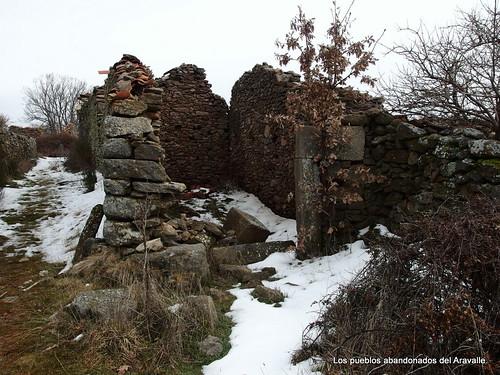 MARCHA-371-los-pueblos-abandonados-valle-de-aravalle-avila-senderismo (12)