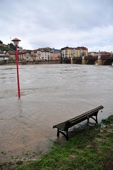 Riada (José E.Egurrola/www.metalcry.com) Tags: rio puente farola inundacion banco miranda ebro febrero rive 2015 riada mirandadeebro