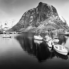 Hamny - Fuji Acros 100 (magnus.joensson) Tags: blackandwhite mountain monochrome norway zeiss 50mm boat fishing fuji norwegian hasselblad 100 scandinavia cf redfilter acros fle distagon xtol 500cm hamny hamny