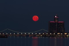 Full Moon July 2016-108 (That Girl, Teri) Tags: detroit fullmoon technicaldifficulties rencen gmbuilding betterlucknexttime unedtied rightfromcamera
