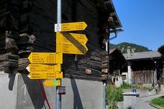 Mund VS - Signpost 1195 m (Kecko) Tags: 2016 kecko switzerland swiss suisse svizzera schweiz wallis valais vs mund brig naters wegweiser signpost europe swissphoto geotagged geo:lon=7942730 geo:lat=46316320