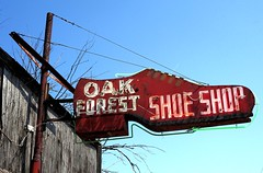 Oak Forest Shoe Shop (Rob Sneed) Tags: texas houston oakforest oakforestshoeshop neighborhood subdivision ellablvd shoerepair neon vintage retro advertising usa retail business independent locallyowned harriscounty