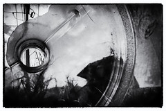 Cara oculta (gabthewanderer) Tags: surrealphotography surrealismo conceptual conceptualphography urbanexploration urbanlandcape blackandwhite blackandwhitephotography bnw blancoynegro byn monochrome monocromo