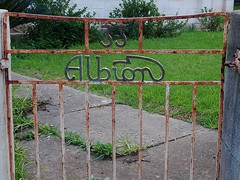 The Gate of Albion (mikecogh) Tags: lockleys gate albion sign rusty 33 lawn