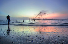 Father & Son (Neelima Muneef) Tags: kochi india mattanchery beach sunset silhouette fishnet reflection father son fatherandson clouds