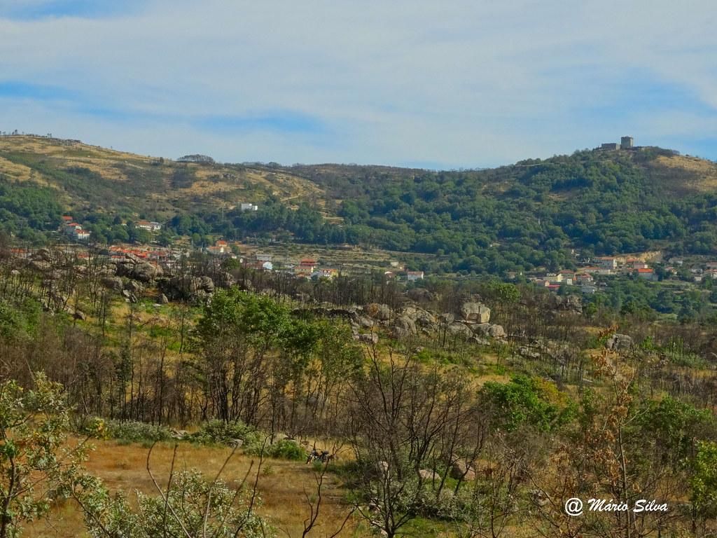 Águas Frias (Chaves) - ... vista da Aldeia de o seu altaneiro Castelo (para os lados da Cabianca) ...