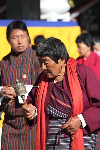 Thimphu, Memorial Chorten, old woman