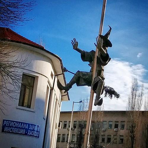 Още от окулните символи около кметството в Хасково. #Щепочина