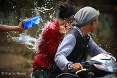 Splash ! (huard.martin) Tags: people water beautiful festival happy funny asia burma myanmar tradition custom birma thingyan birmanie  birmania     hpaan