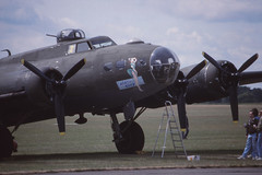 B-17 Flying Fortress 'Windy City' (Sally B) (Pentakrom) Tags: city film movie flying memphis aircraft aviation windy b17 duxford belle 1989 boeing fortress iwm sallyb usaaf gbedf