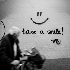 take a smile (Mette1977) Tags: streetphotography olympus hamburg smile monochrome street people 2016 microfourthird bw