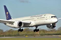 HZ-ARA (AnDrEwMHoLdEn) Tags: manchester airport manchesterairport 787 saudia egcc dreamliner saudiairlines 05r
