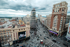 Callao, Madrid (fernando_gm) Tags: callao madrid spain travel city architecture arquitectura colour color fujifilm fuji 1024mm nubes clouds trafico traffic turismo turism building edificio wideangle granangular