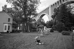 (patrickjoust) Tags: nicholson pennsylvania tunkhannockviaduct konicahexarrf voigtlandercolorskopar21mmf4 aristapremium400 black white bw film rangefinder cv 21 cosina voigtlander wide angle ltm m39 leica thread mount adapter lens blancetnoir blancoynegro schwarzundweiss manual focus analog mechanical patrick joust patrickjoust usa us united states north america estados unidos autaut voigtlandercolorskopar21mmf40