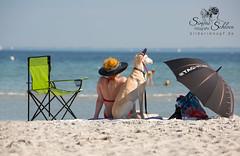So war der Sommer ;-)) That's what the summer was! (Simone Schloen  www.bilderimkopf.de) Tags: sommer summer ostsee salukis hund frau hut stuhl grn meer blau schirm baltic saluki dog woman hat chair green sea blue umbrella parasol simoneschloen