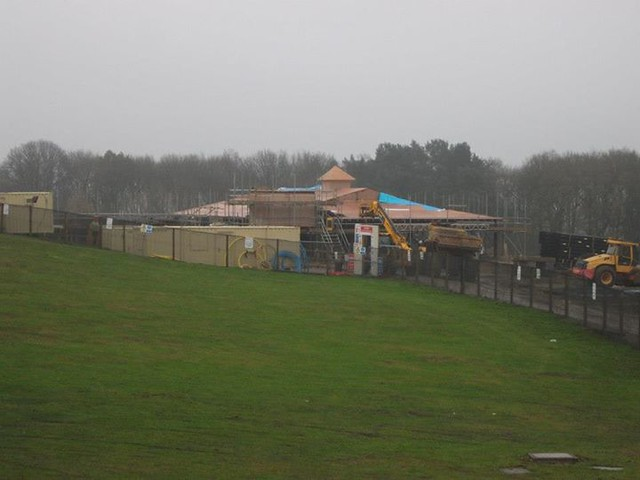 29/11/14 - The crooked spoon restaurant now has a roof.