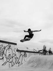 Ollie (homeroprodan) Tags: blackandwhite patagonia byn blancoynegro argentina skateboarding negro ollie skatepark skate skateboard misfotos sk8 nigga byw trelew patineta