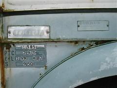 Currus Emblem (ClassicsOnTheStreet) Tags: detail bus classic abandoned amsterdam emblem logo 1971 citron ornament badge 70s delivery oldtimer streetphoto spotted van 1970s wreck import stork hy streetview lieferwagen straatbeeld strassenszene imported 2014 mobileshop wrak klassieker verlaten sigle embleem epave gespot bestelwagen sloper naamplaatje straatfoto carspot storkterrein forgone bedrijfswagen lefbvre autonegozio currus andrlefbvre typeplaatje pierrefranchiset golfplatenbus grijskenteken merkplaatje ingevoerd franchiset be4426 frigetal