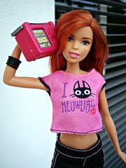 Happy with music (Deejay Bafaroy) Tags: pink red portrait white black rot scale outdoors miniature doll barbie rosa portrt redhead 16 weiss schwarz mattel puppe draussen fashionistas miniatur portableradio kofferradio glamteam playscale