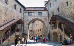 Burg Innenhof (hellrac3r) Tags: germany bavaria burghausen 2016 mittelalter burgfest